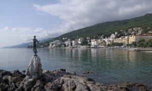 1920px-Croatia_Opatija_BW_2014-10-10_10-34-39