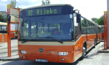 autobus autotrolej 32