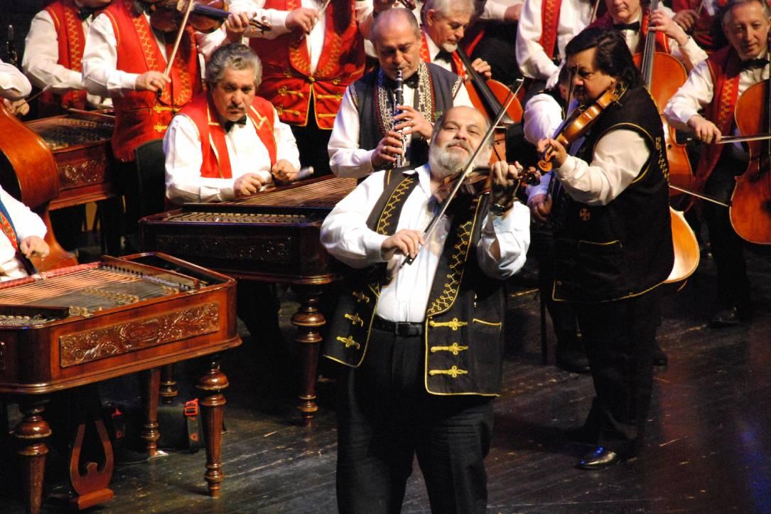 100 romskih violina