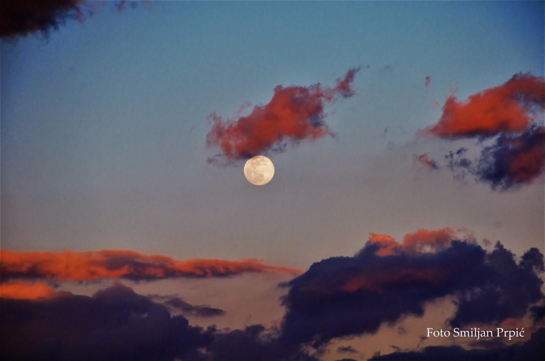 nebo mjesec