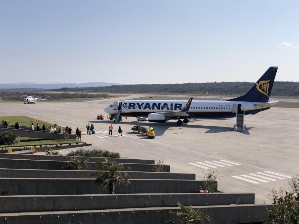 ri-airport-post-25img-0