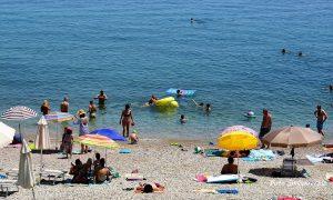 plaža more kupanje turisti